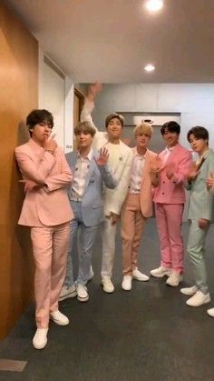 They're here and ready to go! Don't miss perform 'Boy with Luv' on ! Bts Taehyung, Bts Bangtan Boy, Bts Jimin, Jhope, Foto Bts, Bts Photo, Billboard Music Awards, Bts Video, Foto E Video