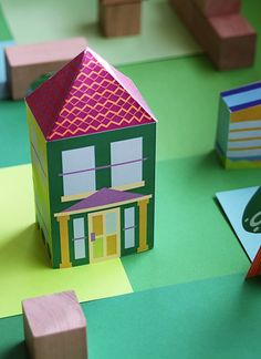 Printable houses - build your own paper toy neighborhood with houses, cars, and… Craft Activities For Kids, Diy Crafts For Kids, Arts And Crafts, Blog Bebe, Freebies, Paper Houses, Paper Models, Printable Paper, Paper Toys