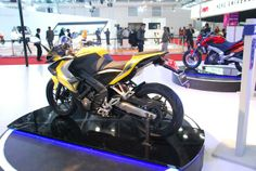 Bajaj Auto has unveiled two new scintillating bikes - Pulsar CS400, Pulsar SS 400 - at the 2014 Auto Expo. While enthusiasts were expecting a jazzed-up version of the 200NS