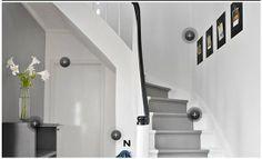 en del av trappa grå, svart handtag