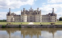 Château de Chambord, France This palace was built to serve as a hunting lodge for François I, and has very distinct French Renaissance architecture. It opened to the public in 2007 and has drawn in more than 700,000 visitors.