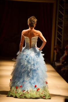 Designer From France Makes Unbelievable Dresses That Look Like They Are From Fairy Tales Beautiful Gowns, Beautiful Outfits, Fairytale Gown, Fantasy Dress, Costume Shop, Fashion Art, Fashion Design, Facon, Costume Design