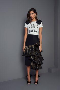 Johanna Ortiz Fall 2017 Ready-to-Wear Fashion Show Collection: See the complete Johanna Ortiz Fall 2017 Ready-to-Wear collection. Look 56 Estilo Fashion, Look Fashion, 90s Fashion, Fashion News, Runway Fashion, Spring Fashion, Winter Fashion, Fashion Show, Fashion Outfits