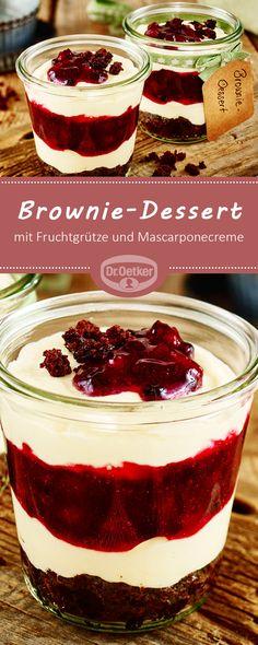 Brownie-Dessert mit Grütze: Saftiger Brownie mit Fruchtgrütze und Mascarponecreme