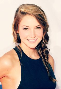 Red carpet hairstyle - Sunlit braid - Shailene Woodley. Celebrity hairstyle.