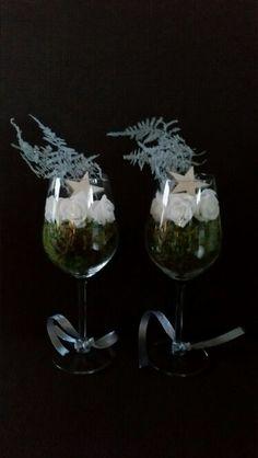 Kerststukje in wijnglazen