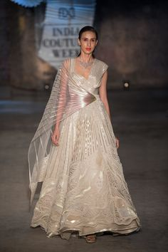 Amit Aggarwal at India Couture Week 2019 - Page 5 Designer Party Wear Dresses, Indian Designer Outfits, Indian Outfits, Designer Clothing, Indian Wedding Gowns, Indian Gowns Dresses, Gujarati Wedding, Pakistani Bridal, Bridal Dresses