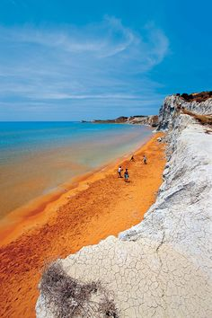 Xi beach is one of the most known beaches in the island, it is very close to Lixouri, the second biggest town of Kefalonia. It is an extensive beach that impresses visitors with the red colour of the sand and the swallow, safe waters.