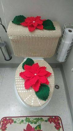 CURSO-TALLER DE COMO HACER HERMOSOS JUEGOS DE BAÑO TEJIDOS MUY FÁCILES PASO A PASO Holiday Crochet Patterns, Afghan Crochet Patterns, Crochet Christmas Ornaments, Easy Christmas Crafts, Crochet Home, Diy Crochet, Christmas Bathroom Sets, Tapetes Diy, Crochet Diagram