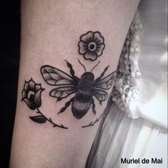#beetattoo #animaltattoo #tattoo #tattoos #blackworkers