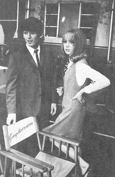 1964 - George Harrison and his ex-wife Pattie Boyd in A Hard Day's Night film (backstage photo). Day And Night Movie, A Hard Days Night, Night Film, Eric Clapton, George Harrison Pattie Boyd, Something In The Way, The Fab Four, Ringo Starr, Movie Photo