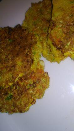 Tortitas de zanahoria y calabacín - Tasty details Sin Gluten, Tandoori Chicken, Vegetables, Ethnic Recipes, Alondra, Food, Mary, Bikinis, Craft