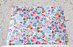 Liberty Cosmetic pouches at www.novamelina.com  #Liberty #of #London #fabric #handmade #crafts #Finnish #design #Betsy