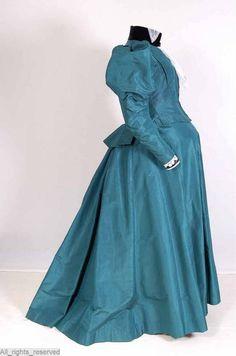 Green silk maternity dress with leg o' mutton sleeves, 1895-1900, via Mode Museum.