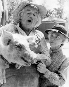 The Waltons TV show: Grandma (Ellen Corby) and Grandpa Walton (Will Geer). I didn't get to see it the first time, so I'm watching the umpteenth set of re-runs in my retirement years. Family Tv, Family Show, Ellen Corby, The Waltons Tv Show, Walton Family, John Boy, Best Series, Tv Series, Old Shows