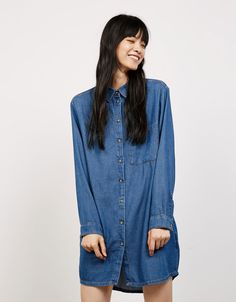 Discover the lastest trends in Denim with Bershka. Log in now and find 167 Denim and new products every week Fast Fashion, Fashion News, Kids Fashion, Long Denim Shirt, Denim Button Up, Button Up Shirts, Denim Look, Rock, Fashion Brand