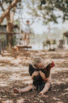 Nos amis les animaux #poule #calin #enfant