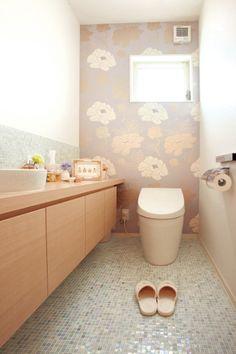 作業カウンター - Google 検索 Washroom, Bathroom Cabinets, Japanese Interior Design, Home Spa, House In The Woods, Powder Room, Toilet, Cool Designs, Wallpaper