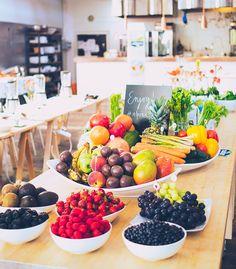 Kahvia & Kasvisruokaa: Oikeasti herkullinen vihersmoothie? Smoothies, Table Decorations, Juices, Home Decor, Smoothie, Decoration Home, Room Decor, Juice, Home Interior Design
