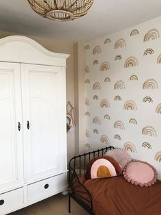 De regenboogjes zijn een leuke speelse toets voor op de muur. Lekker luchtig en tijdloos. Beschikbaar in 2 kleurvarianten: greenblue & nude. Nursery Inspiration, Kid Spaces, Kidsroom, Nursery Decor, Mini Mario, House Styles, Furniture, Beautiful Pictures, Bedrooms