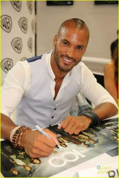 Ricky Whittle at the Comic Con 2014 #The100. He's so beautiful!