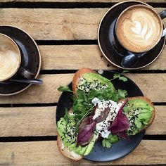 Avocado toast at Roamers | Berlin (by Jessica Jungbauer)