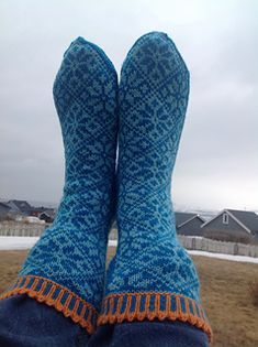 My daughter wanted socks to match with her sweather. I tried and think they match. The pair weights 99 grams Cascade Yarn, Yarn Needle, Knitting Needles, Ravelry, Knit Crochet, To My Daughter, Diy And Crafts, Teal, Socks
