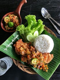 Cooking with Sheila Gondowijoyo Indonesian Food Traditional, Malaysian Food, Food Displays, Weird Food, Food Decoration, Cafe Food, Food Presentation, Food Plating, Food Design