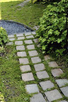 Une all e en pas japonais ou galets dans votre jardin jardin terrasse pisci - Pas japonais point p ...