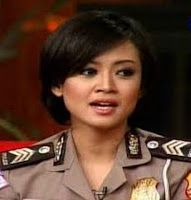 Indonesian Beautiful Police Woman   http://petermitchell.blogspot.com.br/2013_01_01_archive.html