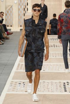Look 31 from the Louis Vuitton Men's Spring/Summer 2014 Fashion Show. ©Louis Vuitton / Ludwig Bonnet