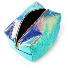 Forever21 Holographic Pebbled Makeup Bag (48 HRK) ❤ liked on Polyvore featuring beauty products, beauty accessories, bags & cases, travel bag, makeup bag case, make up bag, travel kit and dop kit