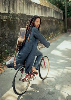 6. This photo of young Lenny Kravitz, who I [REDACTED]. I mean I would just try to [REDACTED]. #Bims10Things
