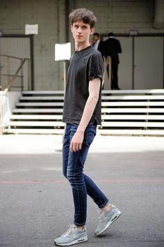 黒、グレー、白、紺色を基調色とします。出典 //www.oxique.com.br/