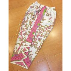 56 ideas sewing shorts pattern moda for 2019 Kebaya Hijab, Batik Kebaya, Kebaya Dress, Batik Dress, Batik Fashion, Skirt Fashion, Rok Batik Modern, Blouse Batik Modern, Model Rok Kebaya