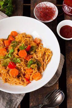 One Pot Glasnudel-Curry mit Paprika, Möhren, Tandoori und Kokosmilch