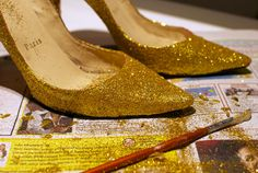 Si quieres que tus zapatos brilles ¡No te pierdas este DIY! #DIY