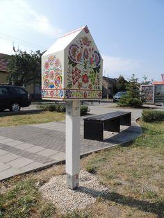 Helena Paulen. Vajnory, Bratislava, Slovakia. Mini Library, Little Library, Library Books, Library Ideas, Community Library, Community Building, Street Library, Bratislava Slovakia, Little Free Libraries