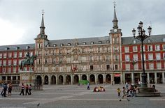 Madrid, Plaza Mayor, Spain. Locuri de munca in Spania pentru cetatenii romani care doresc sa munceasca in Spania.