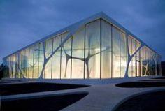 Een gebouw als deze zou goed passen binnen ons beeld van het nieuwe jaarbeurs plein. door hrt glas heeft het een doorzichtig en open uitstraling. (Valesca)