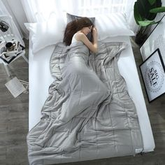 The Weighted blanket improves your sleep quality by stimulating every relevant pressure point on your body and help it relax in full comfort. Gravity Blanket, Stress Busters, Cooling Blanket, Sleep Quality, Pressure Points, Weighted Blanket, Reduce Stress, Queen Size