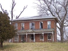 Old Abandoned Buildings, Old Buildings, Abandoned Places, Abandoned Homes, Abandoned Castles, Brick Building, Building A House, Old Mansions, Old Bricks