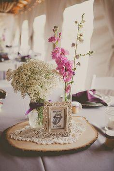 Meseros con nombres de grupos musicales para #bodas #musicales
