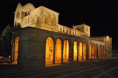 Avila: A Weekend Getaway / Foto nocturna de Avila - Basílica de San Vicente