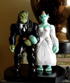 Custom Wedding Cake Toppers: World of Warcraft Orcs. Could so see Taylor wanting this.