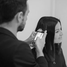 Al igual que limpiamos nuestro rostro cada día debemos limpiar intensamente nuestro cuero cabelludo una vez al mes. Visítanos y ¡comienza el tratamiento! Passeig Francesc Macià, 67 de Sant Cugat. Infórmate en el 936 75 51 16
