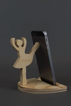Girl holder Phone Stand Ideas of Phone Stand Girl holder - Android Phone Holder - Ideas of Android Phone Holder - Girl holder Phone Stand Ideas of Phone Stand Girl holder Iphone Holder, Cell Phone Holder, Wooden Phone Holder, Wood Projects, Woodworking Projects, Phone Stand For Car, Wood Phone Stand, Wood Crafts, Diy And Crafts