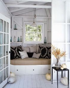my dream home will have a reading nook with a window. i didn't even know i wanted this until just now