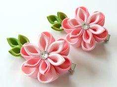 Flores de tela Kanzashi. Conjunto de 2 pinzas de pelo. Tonos