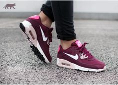 Release Reminder: WMNS NIKE AIR MAX 90 ESSENTIAL – Expressions